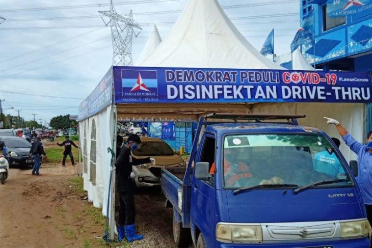 DPD Demokrat Banten bagikan 2.000 masker dan pembersih tangan