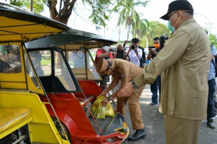 Pemprov Gorontalo bagikan sembako bagi 1.520 sopir bentor