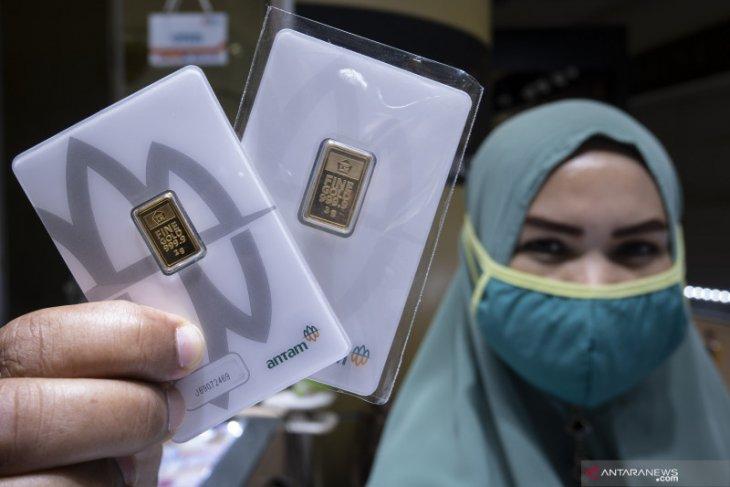 Harga emas Antam kembali naik Rp10.000 per gram