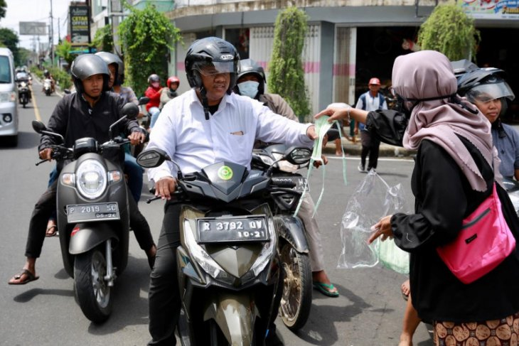 Cegah penularan COVID-19, Pemkab Banyuwangi bagikan masker kain ke warga