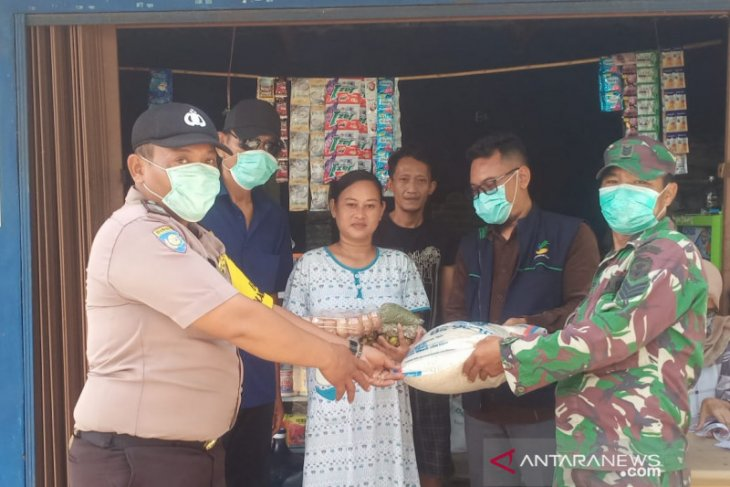 Tukang ojek, pedagang asongan dan buruh lepas di Bekasi dapat bantuan pangan