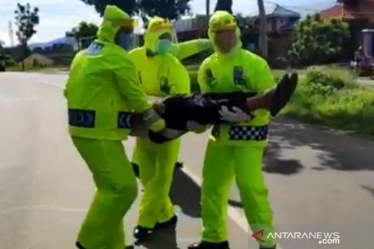 Polisi simulasikan penanganan kecelakaan disaat pandemi COVID-19