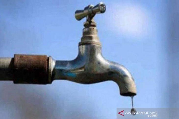 Warga keluhkan suplai air PDAM Tirta Mon Mata macet