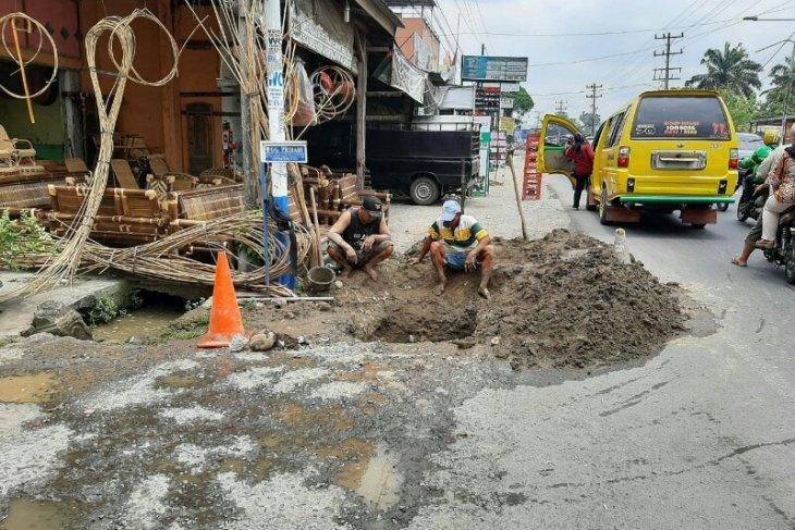 PDAM Tirtanadi perbaiki pipa ke pelanggan akibat sumur bor rusak