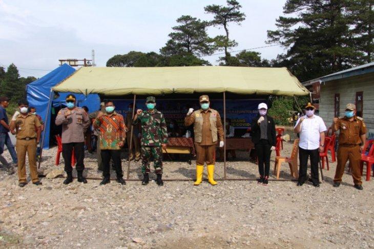 Bupati resmikan Posko Pencegahan Penularan COVID-19 di perbatasan wilayah Dairi