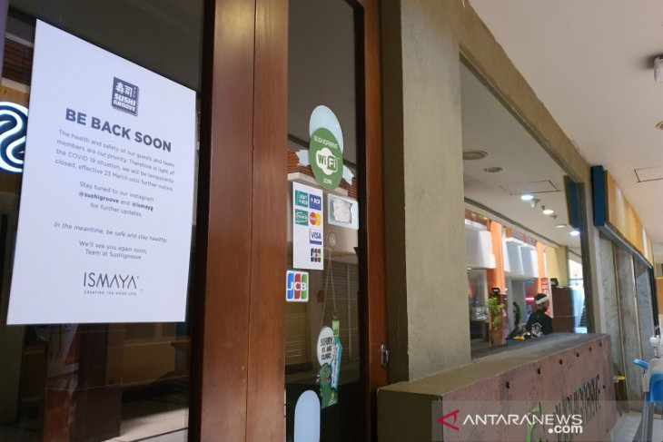 Police close 19 cafes, restaurants in South Jakarta for violating PSBB