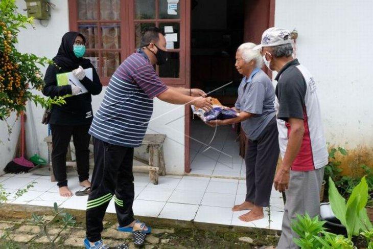 Bantuan sembako untuk warga terdampak COVID-19