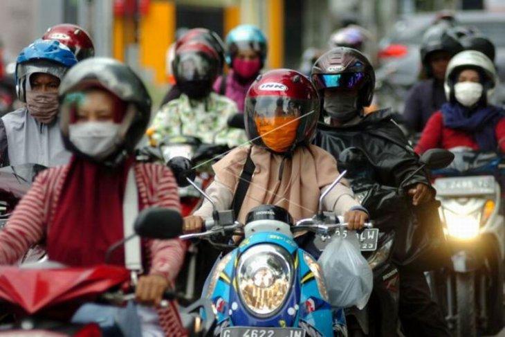 Wajib memakai masker