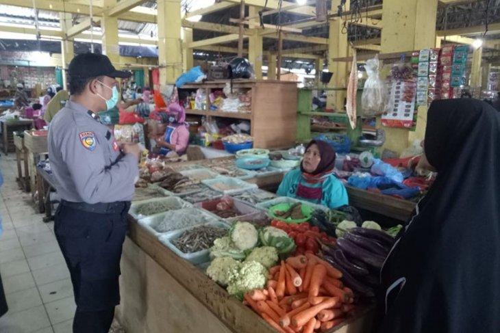 Personel Polda Aceh edukasi masyarakat cegah COVID-19