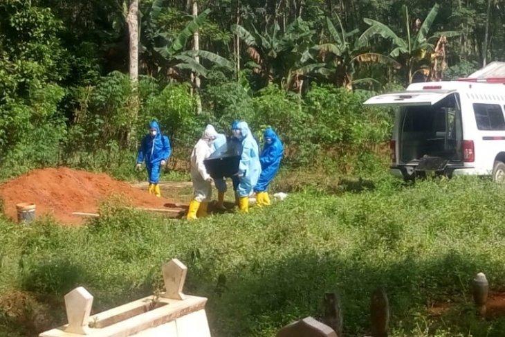 Pemakaman korban positif COVID-19 berjalan lancar tanpa penolakan