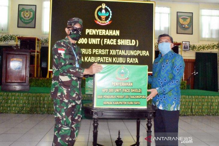 Persit XII/Tanjungpura sumbang 300 APD untuk Kubu Raya