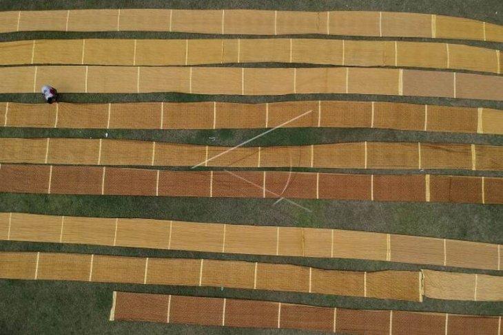 Produksi batik turun