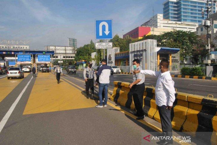 Hari pertama PSBB, volume kendaraan dari Bekasi ke Jakarta turun