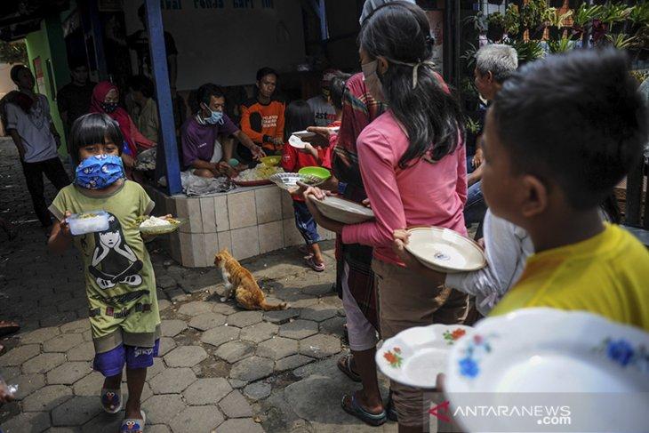 Makanan gratis bagi warga terdampak COVID-19