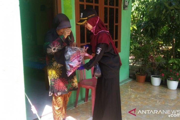 Relawan MBK Bangka Tengah bagikan 1.500 masker kepada masyarakat