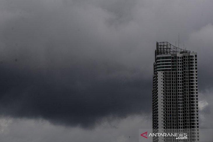 Waspadai potensi hujan dan angin kencang di Jakarta pada Minggu