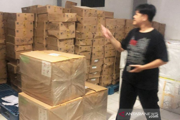 Police probe mask theft at C Kalimantan Health Office's warehouse