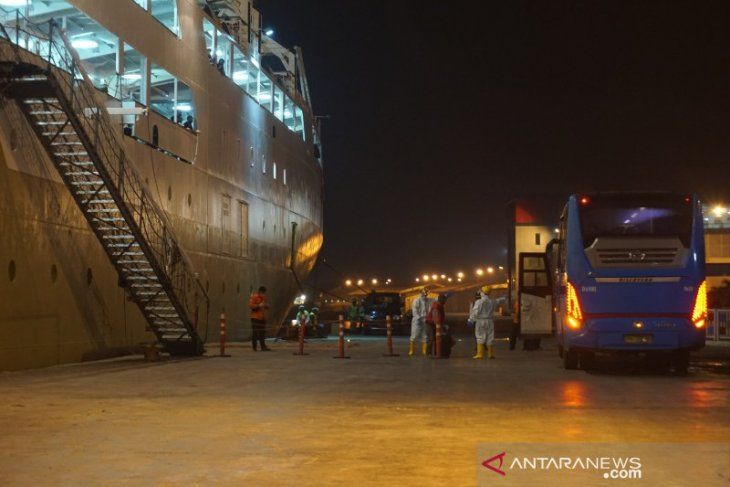 ABK KM Kelud positif COVID-19, para penumpang dikarantina di PTPN III