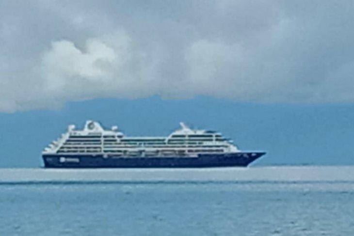 Kapal pesiar misterius melintas menghebohkan masyarakat Raja Ampat