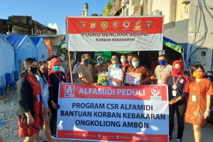 Alfamidi beri bantuan sembako kepada korban kebakaran di kawasan Ongkoliong