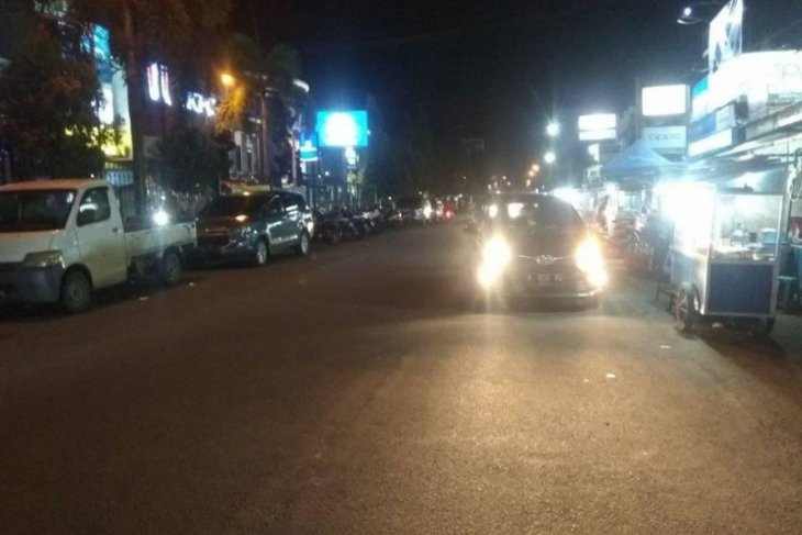 Aktivitas malam di Rangkasbitung, Lebak, tetap ramai saat wabah COVID-19