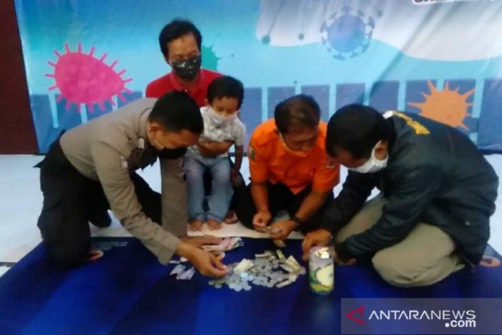 Satgas COVID-19 Sampang terima sumbangan seorang murid PAUD, hasil tabungan