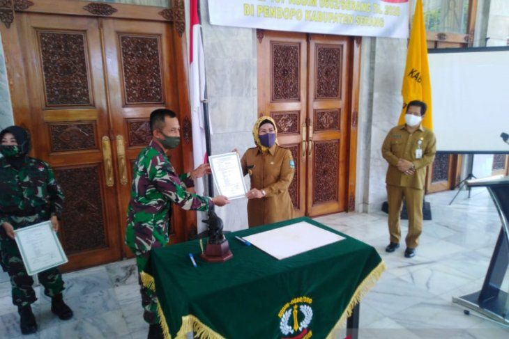 Bupati Tatu apresiasi TNI bangun infrastruktur ditengah COVID-19