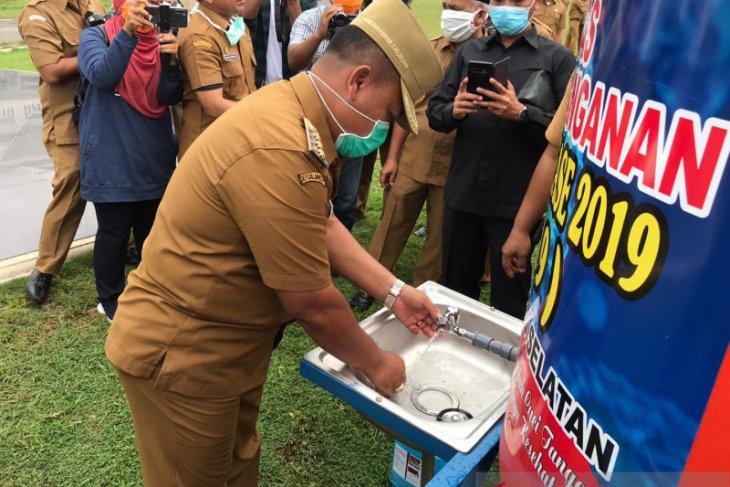 Bupati Labusel salurkan 198 unit alat pencuci tangan