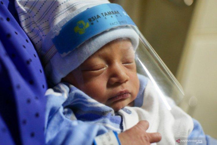 Bayi baru lahir delapan hari di Israel jadi pasien termuda corona