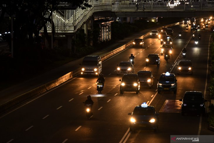 Jakarta police operate 24-hour PSBB checkpoints  to contain COVID-19