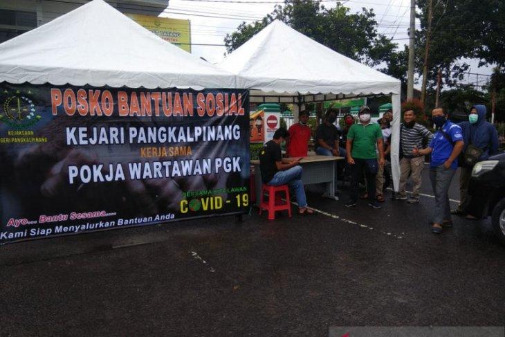 Bantu masyarakat terdampak COVID-19, Kejari Pangkalpinang - Pokja Wartawan PGK buka posko Bansos