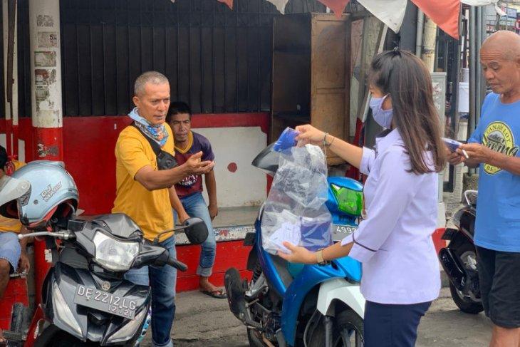 BPOM Ambon membagikan masker ke masyarakat