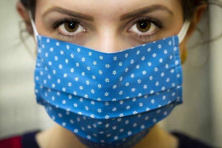 Perlu tahu, mengeringkan masker kain tak cukup dengan sinar matahari