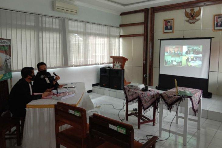 Dua pria terdakwa pembunuhan satu keluarga di Banyumas dituntut hukuman mati
