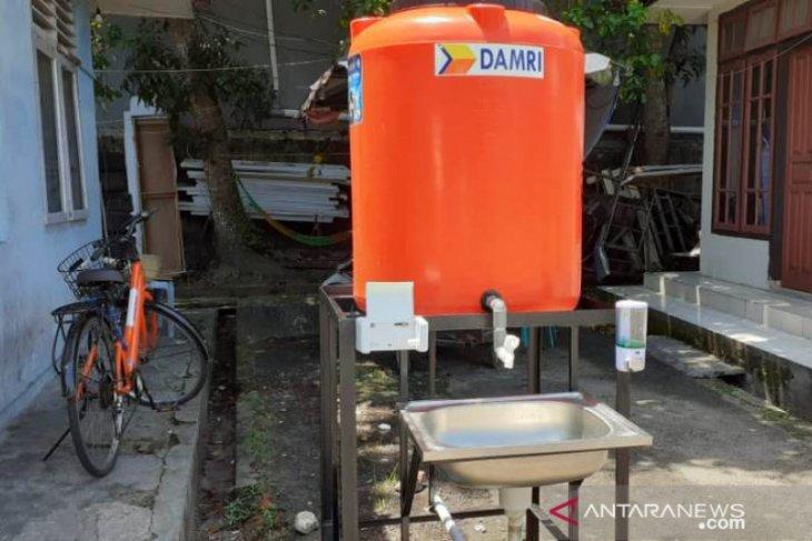 Perum DAMRI sediakan fasilitas cuci tangan cegah COVID-19