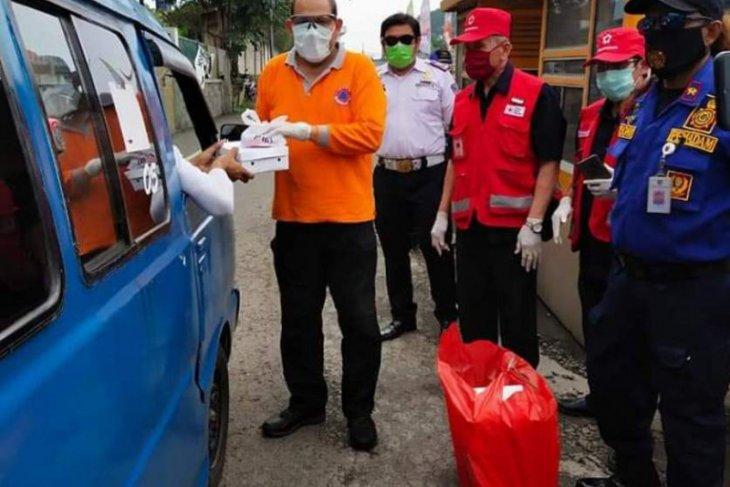 Depok opens soup kitchen during social distancing over coronavirus
