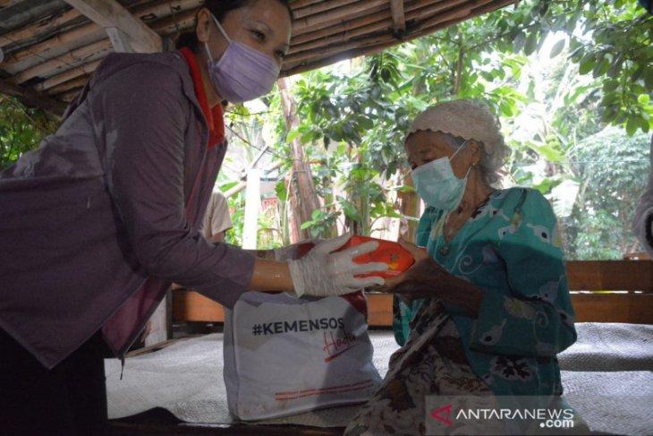 Kemensos salurkan bantuan 4.000 sembako di Tangsel