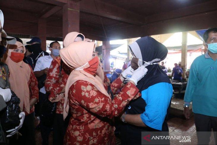 Peduli COVID-19, DWP HSS bagikan masker gratis ke warga