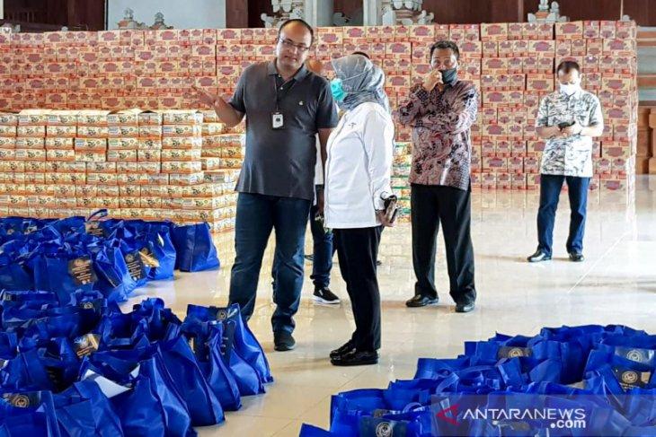 Kemenparekraf bantu pekerja wisata dan serahkan APD untuk Gugus Tugas