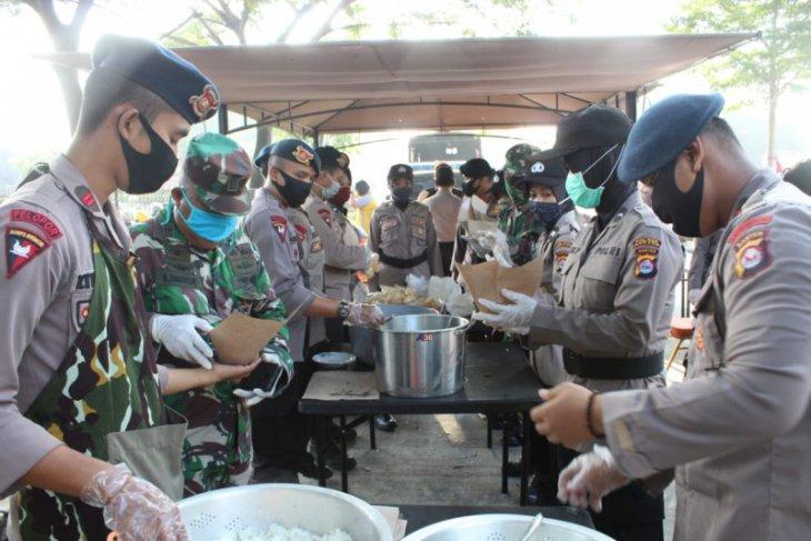 Satbrimob Polda Banten dirikan dapur umum di Kawasan Industri Modern Cikande