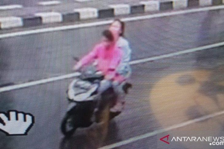 Polisi bekuk sepasang kekasih DPO kasus penjambretan
