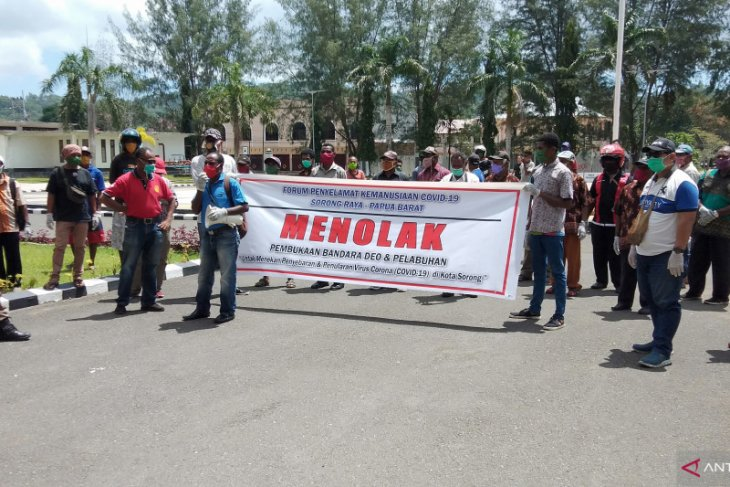 Sorong residents urge mayor to temporarily close airport, seaport
