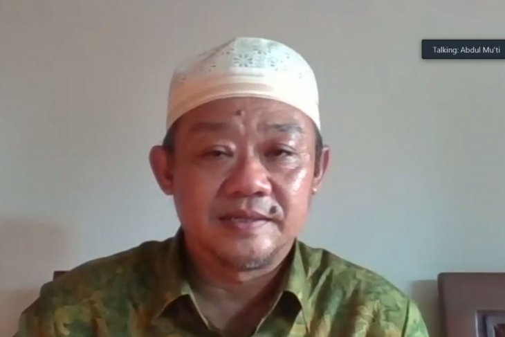Muhammadiyah mengajak masyarakat agar tidak larut dalam isu teori konspirasi soal COVID-19