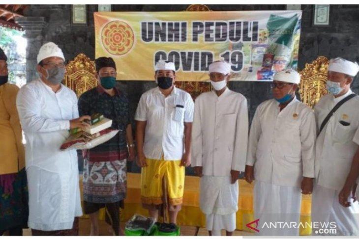 Unhi Denpasar sumbangkan bahan pokok untuk tokoh agama