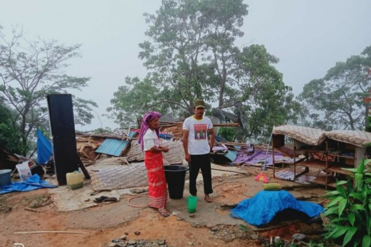 Angin puting beliung hantam 12 rumah warga di Aceh Tenggara