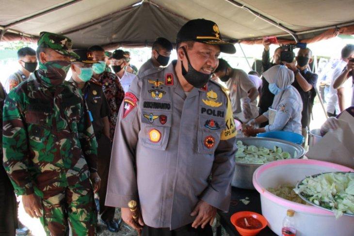 TNI-Polri di Malut salurkan 4.000 makanan untuk masyarakat terdampak COVID-19