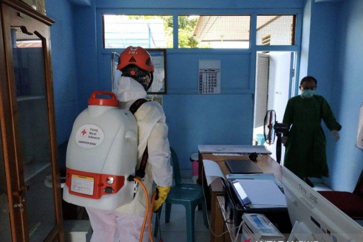 PMI Berau gelar aksi penyemprotan disinfektan di Puskesmas