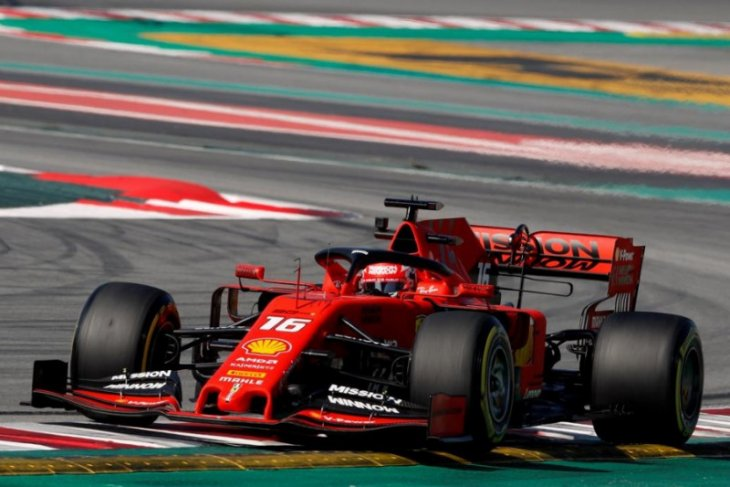 Pebalap Charles Leclerc juarai balap virtual China