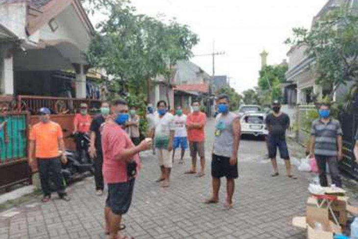 Sejumlah perkampungan dan perumahan di Surabaya bentuk satgas lawan COVID-19