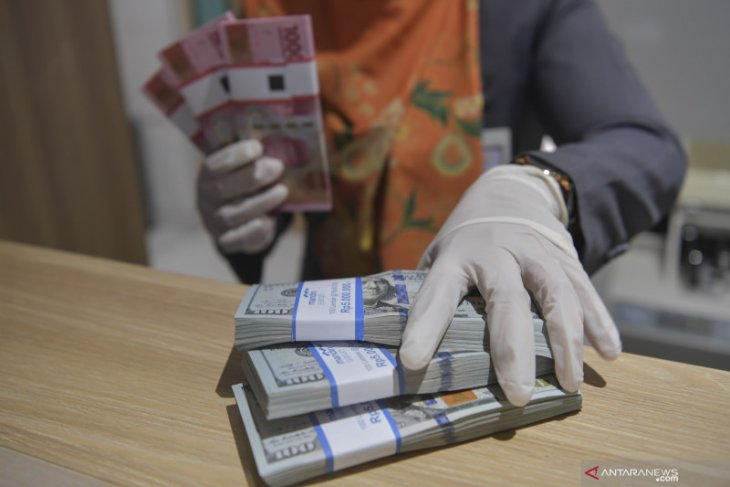 Rupiah appreciates against US dollar ahead of long weekend